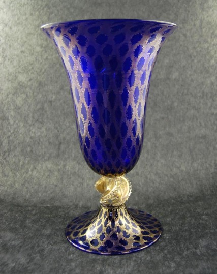 Blue Oval Open Vase With Fishnet And Spiral